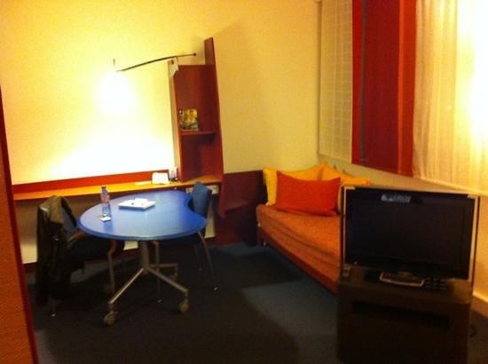 Novotel Suites Nice Aeroport:                   Zimmer