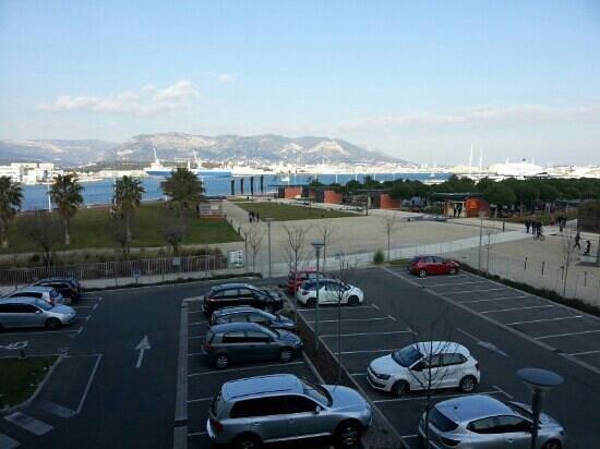 Kyriad Prestige Toulon - L S S M - Centre Port:                                                       Vue de la chambre