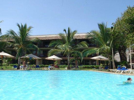 Baobab Beach Resort & Spa:                   upper pool