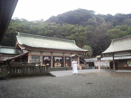 Terukuni Shrine:                                                       神社