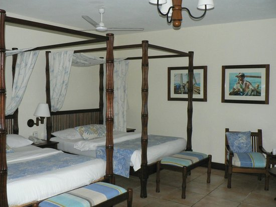 Baobab Beach Resort & Spa:                   2 double four poster beds