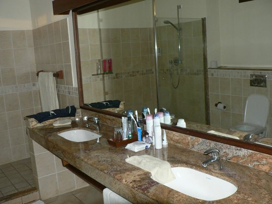 Baobab Beach Resort & Spa:                   2 sinks