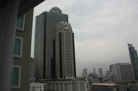 Novotel Bangkok Fenix Silom:                   vista finestra hotel