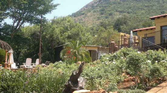 Magalies Mountain Lodge:                   View from our room