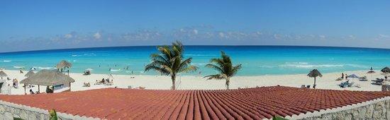 Solymar Cancun Beach Resort:                   Vista panorámica desde la zona de quincho y Piscina