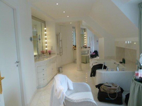 Le Bristol Paris:                   salle de bain