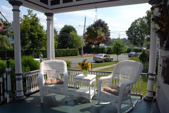 Lady of the Lake Bed and Breakfast: wicker filled porch