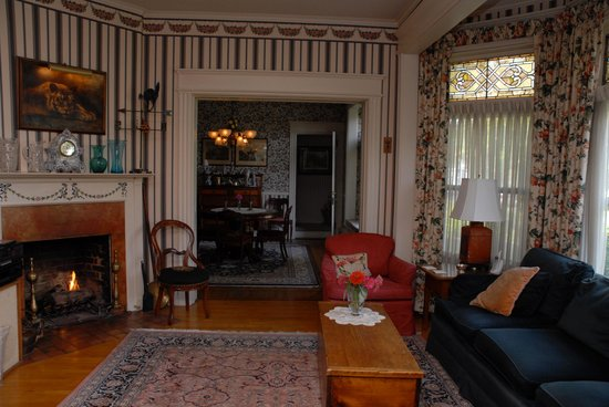 Lady of the Lake Bed and Breakfast: Middle parlor