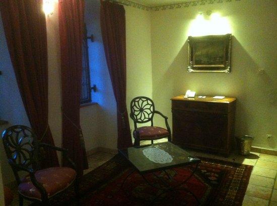 Schlosshotel Weyberhöfe:                                     Detailansicht Zimmer 2 (Juniorsuite)