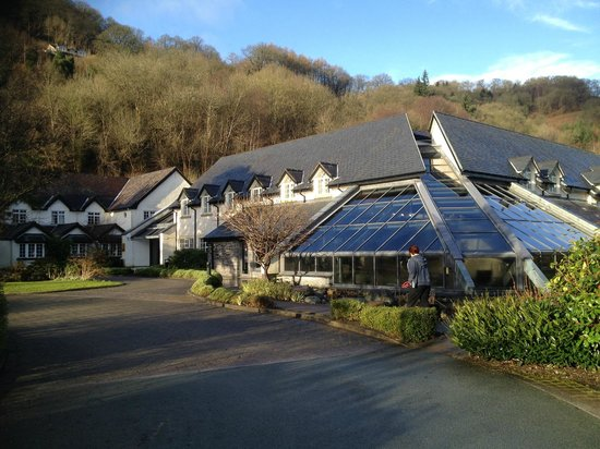 Wild Pheasant Hotel & Spa:                   New part with spa in forground