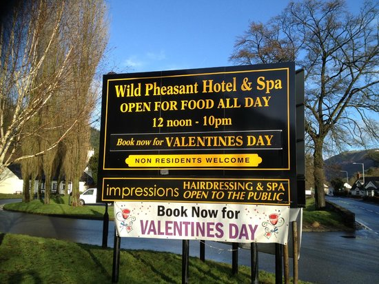 Wild Pheasant Hotel & Spa:                   Sign on main A5 road