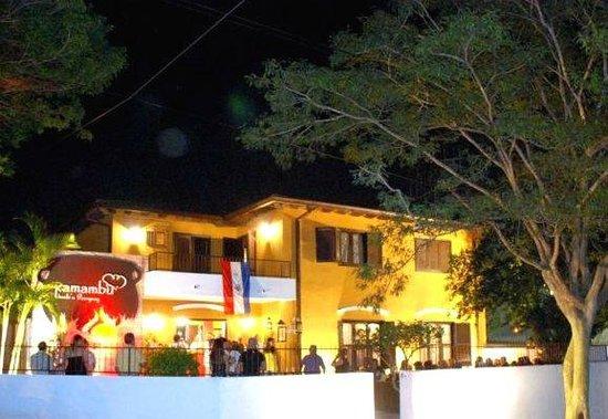 Resto Kamambu: fachada Resto.