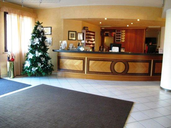 UNAWAY Hotel Occhiobello :                   accoglienza