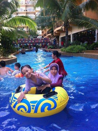 Gold Coast Morib International Resort:                   The girls hovering around with 'yellow donut'