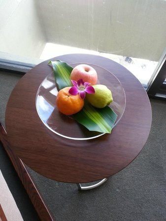 Pan Pacific Singapore:                   fruit basket