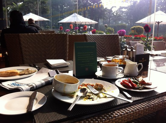 Shangri-La's Eros Hotel:                   Great breakfast in a nice setting