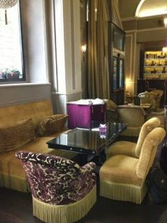 Bernini Palace Hotel:                   lounge bar hall