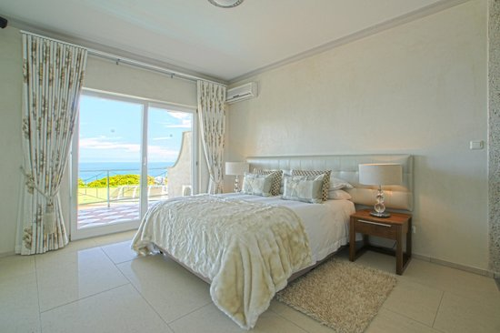 Ocean View House: Panorama Suite 18  Bedroom
