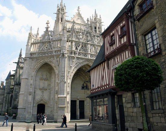 Ibis Alençon : Basilique Notre-Dame