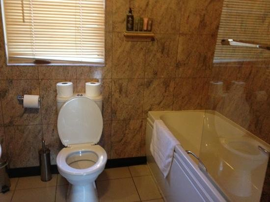 Quarry Walk Lodges:                   the bathroom