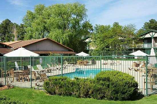 Quality Inn Payson:                   Hotelanlage mit Pool