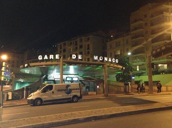 Hotel Forum:                   monte Carlo