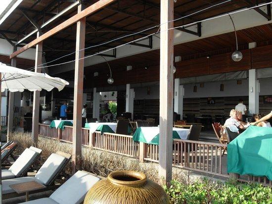 لاماي وانتا بيتش ريزورت:                   Hotel restaurant, overlooking the pool & beach, lovely staff                 