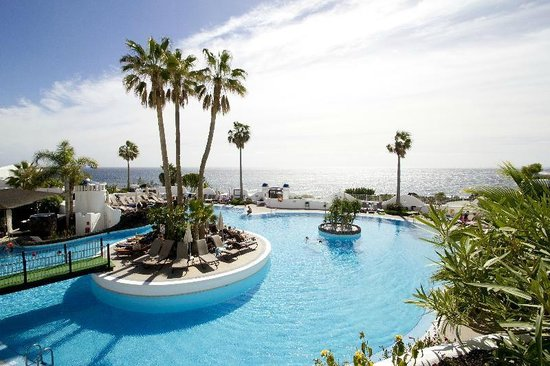 Santa Barbara Golf & Ocean Club: Pool View Overlooking the Atlantic Ocean
