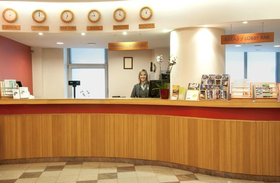 Neringa Hotel: Reception desk