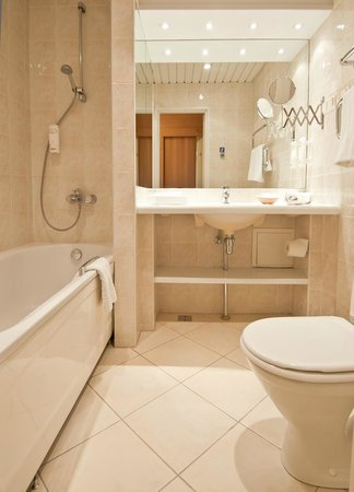 Neringa Hotel: Bathroom - standard room