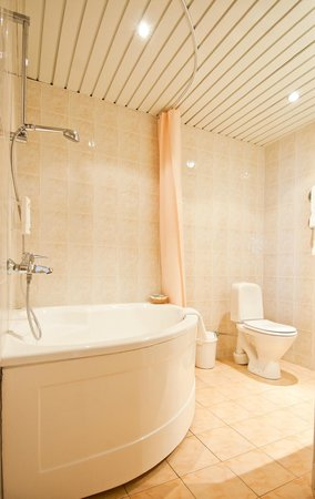 Neringa Hotel: Bathroom - junior suite