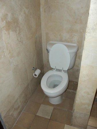 Hosteria Del Mar:                   Toilet