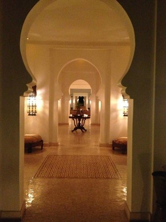 Baraza Resort & Spa:                                                       Entrance hall headed toward beach