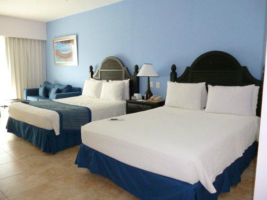 Ocean Blue & Sand:                   La habitación, muy amplia y comoda