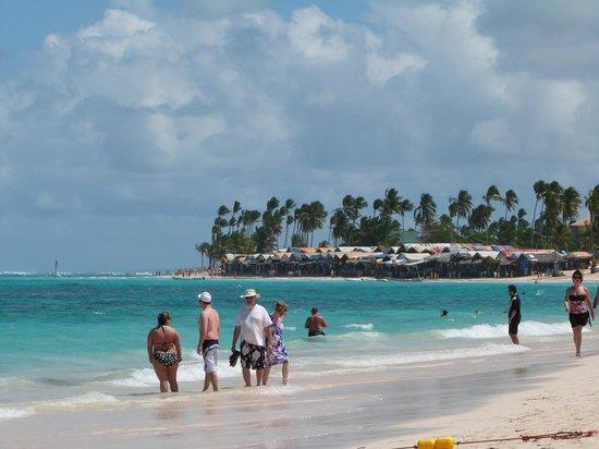 Ocean Blue & Sand:                   La Playa, la mas limpia (impresionante)
