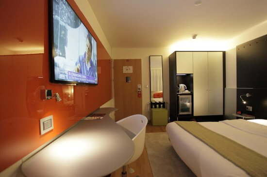 Design hotel f6 updated 2018 reviews price comparison for Hotel design f6 geneva