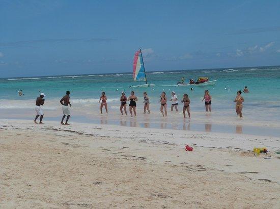 Ocean Blue & Sand:                   Ejercicio en la playa                 