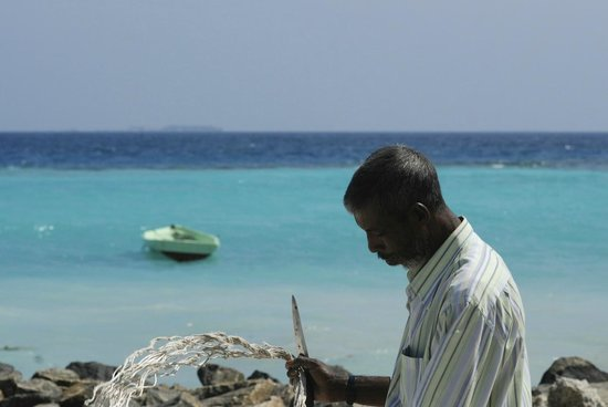 Velidhoo:                                     Making fishing net