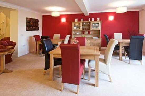 Kidwelly Bed & Breakfast: Guest's dining room.