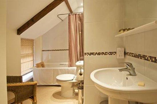 Kidwelly Bed & Breakfast: Bathroom for bedroom 3
