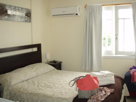 Esmeralda Hotel:                   habitaciónes pequeñas pero bien equipadas