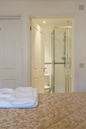 Kidwelly Bed & Breakfast: En-suite for Bedroom 1