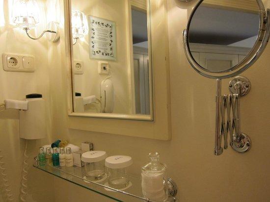 Hotel Schlossle:                   nice bathroom
