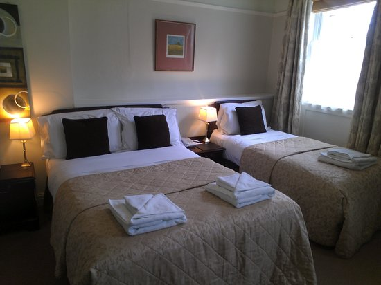 The King's Head Hotel: triple room