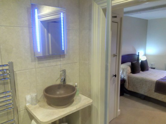 ‪ذا كينجز هد هوتل: double room with refurbished en-suite‬