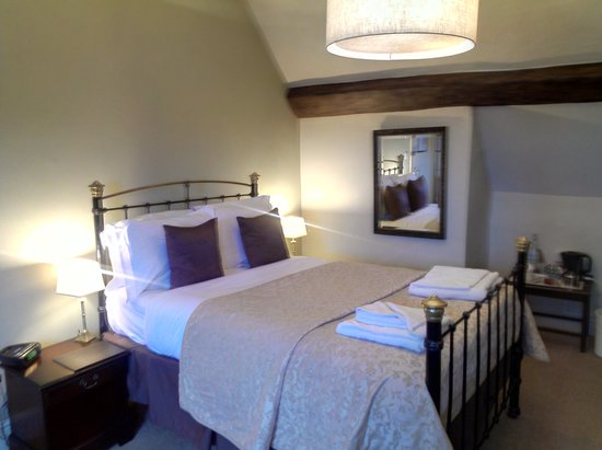 The King's Head Hotel: family room's double bed