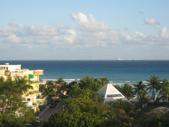 Acanto Boutique Hotel and Condominiums Playa del Carmen Mexico:                                     View from rooftop deck.