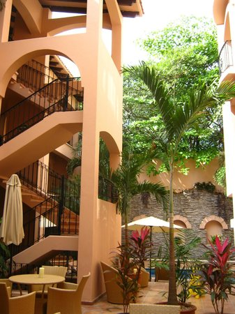 Acanto Boutique Hotel and Condominiums Playa del Carmen Mexico:                                     Hotel courtyard.
