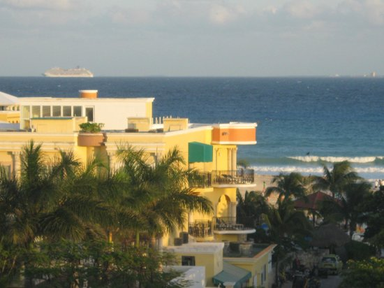Acanto Hotel & Condominiums Playa del Carmen:                                     View from rooftop deck.