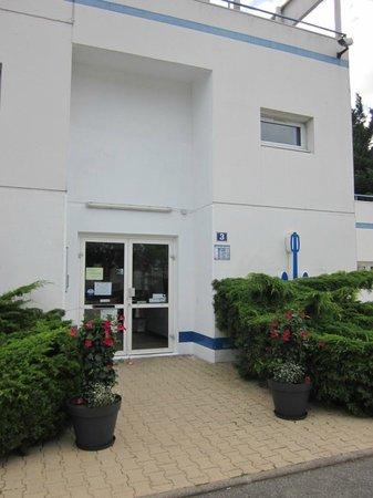 Hôtel Stars Nantes : Hotel Entrance